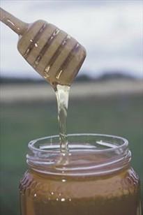 Honnings naturlige smagsstoffer stammer fra blomsterne, derfor er honning  forskellig alt efter hvilke blomster, bierne har hentet nektaren i.